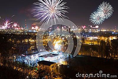De vertoning van het vuurwerk van de Vooravond van Nieuwjaren
