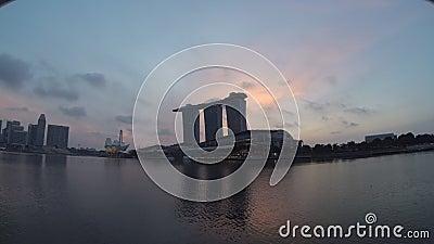 De Vlieger Timelapse van Marina Bay Sands en van Singapore stock footage
