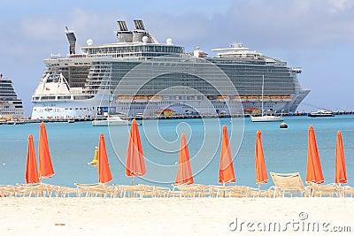 De voeringsOase van de cruise van het Overzees Redactionele Afbeelding