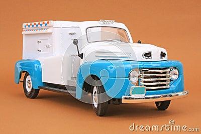 De Vrachtwagen van het Roomijs van Doorwaadbare plaats 48