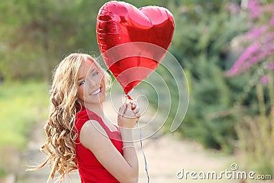 De vrouw van valentijnskaarten