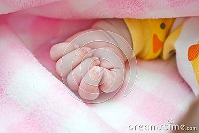 De Vuist van de baby