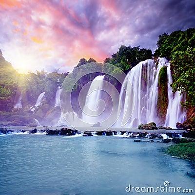 De waterval van Banyue