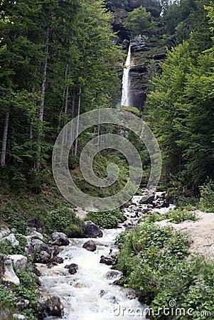 De waterval van Pericnik