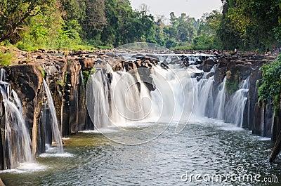 De waterval van Pha Souam van Tad