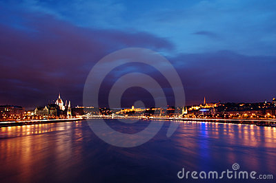 De zonsondergang van Boedapest Donau