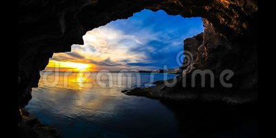 De Zonsondergang van de tijdtijdspanne door een Hol Cyprus (4K) stock videobeelden