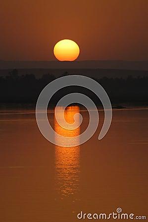 De Zonsondergang van Nijl