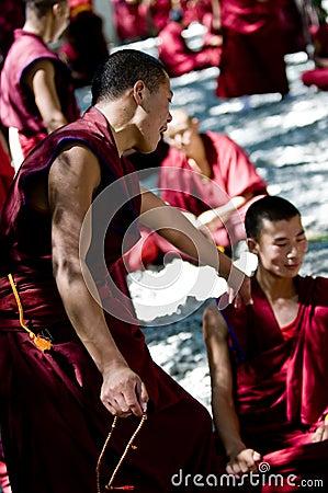 Debatendo monges Foto Editorial
