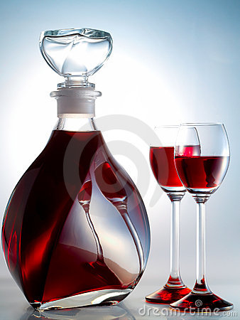 Free Decanter Filled With Liquor Stock Images - 8094574