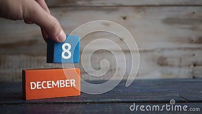 8 december Dag 8 van maand, kalender op een kleurenkubussen hand zet de dag van de maand op de naam van de maand op stock video