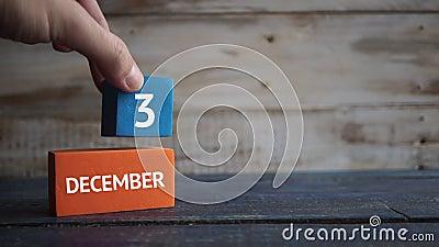3 december Dag 3 van maand, kalender op een kleurenkubussen hand zet de dag van de maand op de naam van de maand op stock videobeelden
