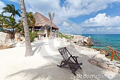 Deckchair bij Caraïbische Zee