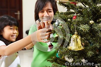 Decoarting Christmas tree