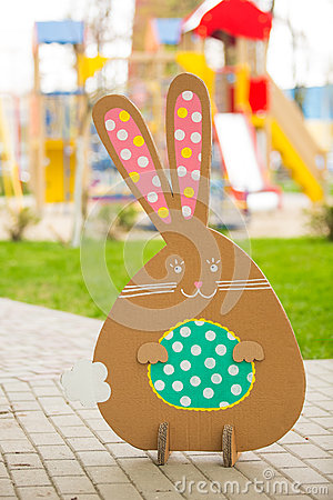 Decoraci n para pascua conejo de la cartulina foto de for Decoracion de pascua