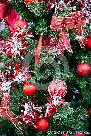 Decoratie van kerstmis de rode ballen op kerstboom stock foto afbeelding 35475290 - Foto van decoratie ...