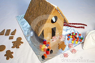 Decorating a Gingerbread House and Cookie