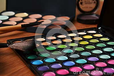 Decorative cosmetics for makeup