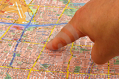 Dedo em um mapa