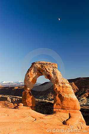 Free Delicate Arch And The Moon Stock Photography - 1356792