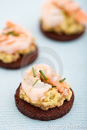 Delicious appetizer of prawns on a bed guacamole