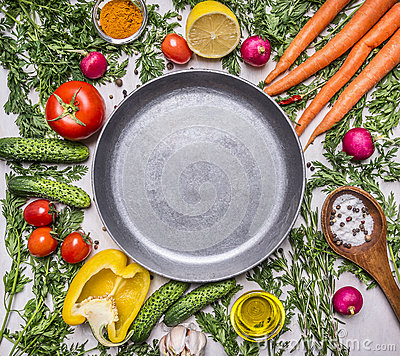 Free Delicious Assortment Of Farm Fresh Vegetables, Cucumbers, Peppers, Lemon, Cherry Tomatoes, Oil, Salt Spoon Laid Around The Pan Stock Photography - 64035042