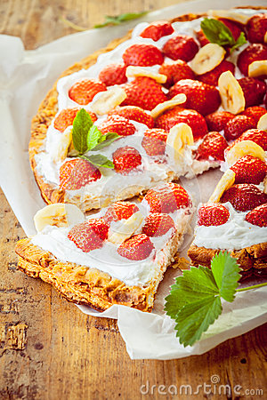 Free Delicious Freshly Baked Strawberry Tart Royalty Free Stock Photos - 39392538