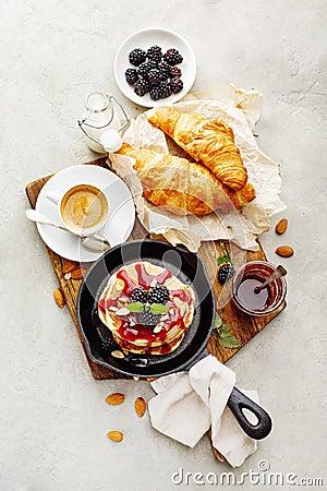 Free Delicious Pancakes With Blackberry Royalty Free Stock Photos - 118671768