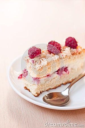 Free Delicious Raspberry Sponge Cake Stock Photos - 26341313
