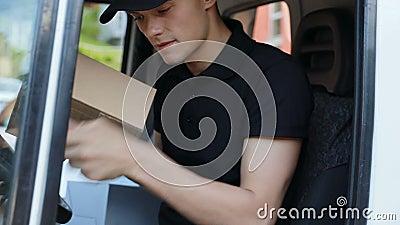deliveryman Kurier W Van Plombowanie Dokumentujący zbiory wideo