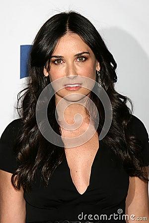 Ashton Kutcher And Demi Moore Are Divorced Abc News   Auto ...