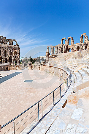 Demolerat forntida placerar i tunisisk amfiteater