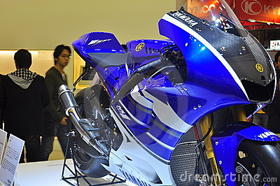 Demostración de motor de Yamaha YZR-M1 Tokio Imagen editorial