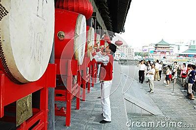 Demostración del tambor en Xian, China Imagen de archivo editorial