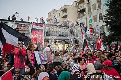 Demostrations enormes contra o presidente Morsi em Egito Imagem Editorial