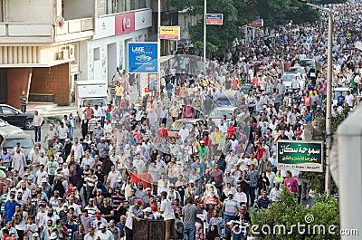 Demostrations enormes en apoyo de presidente expulsado Morsi Imagen de archivo editorial
