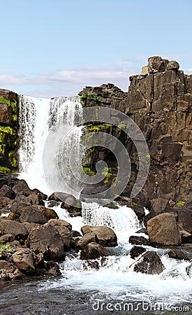 Den Öxarárfoss vattenfallet på Thingvellir parkerar, Island