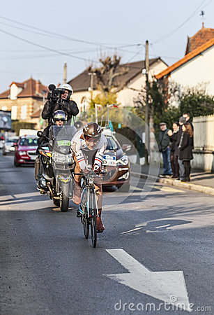 Den cyklistJean Christophe Péraud- Paris Nice prologen 2013 in Redaktionell Fotografering för Bildbyråer