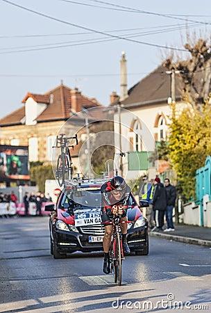 Den cyklistTejay skåpbil Garderen- Paris Nice prologen 2013 i Houi Redaktionell Fotografering för Bildbyråer