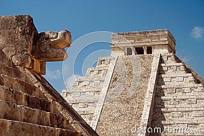 Den kukulcan mayan mexico pyramiden fördärvar