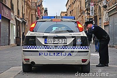Den maltesiska polisen Redaktionell Fotografering för Bildbyråer