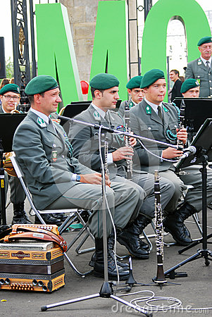 Den militära musikbandet Tirol (Österrike) utför i Moskva Redaktionell Fotografering för Bildbyråer