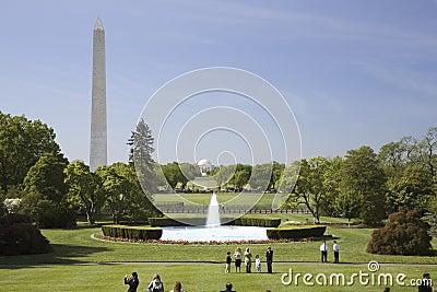 Den södra lawnen av Vita huset Redaktionell Foto