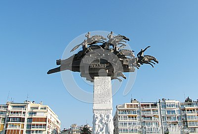 Denkmal auf Gundogdu Quadrat in Izmir, die Türkei