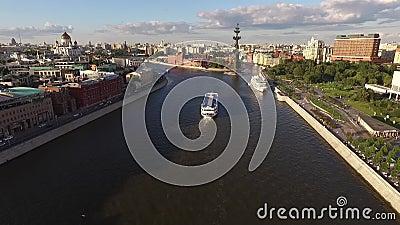 Denkmal zu Peter der Große in Moskau stock footage