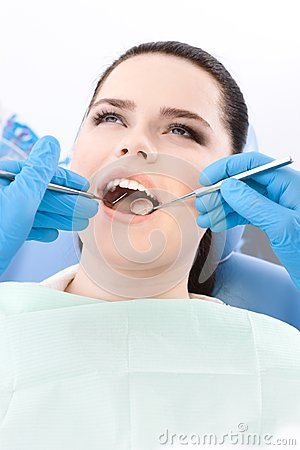 Dentist examines the dentes of the patient