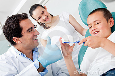 Dentist showing to brush teeth