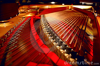 Dentro de um piano grande