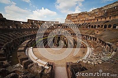 Dentro do coliseu, Roma, Italy