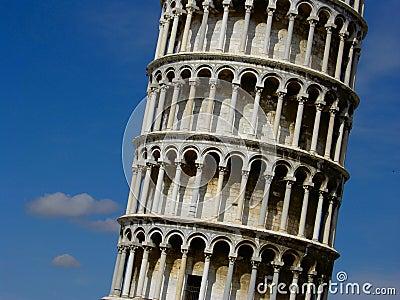 Der lehnende Kontrollturm von Pisa